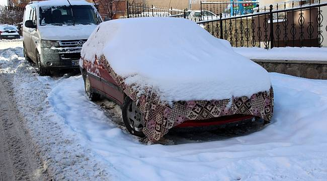 Erzurum buz tuttu, araçların yakıt depoları dondu