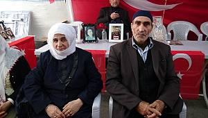 Hdp Önünde Eyleme Katılan Erzurumlu Aile Çocuğuna Kavuştu