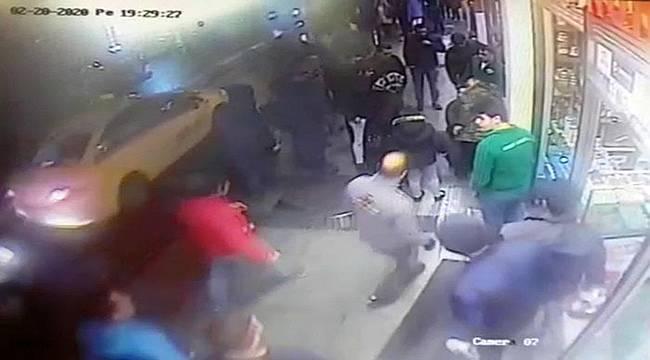 Selfie çubuğundan telefonu çalan hırsızın yakalanma anı kamerada