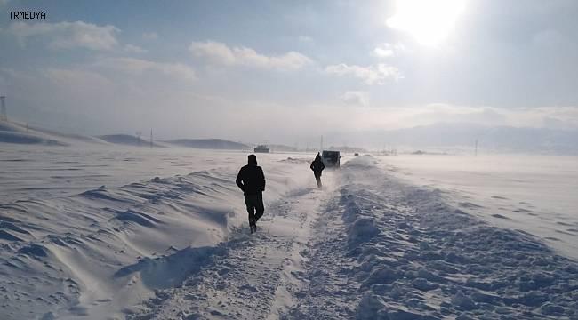 Yüksekova'da tipiye yakalanan vatandaşlar kurtarıldı