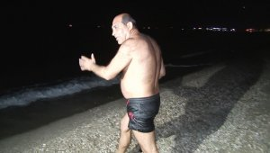 Kısıtlamanın kalkmasının ardından soluğu deniz ve sahilde aldılar