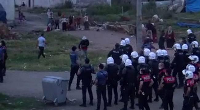 Polisi şehit edip 2 kardeşi öldüren zanlının evini böyle taşladılar