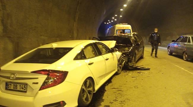 Yabancı plakalı araç tünelde ters yöne girdi: 3 yaralı