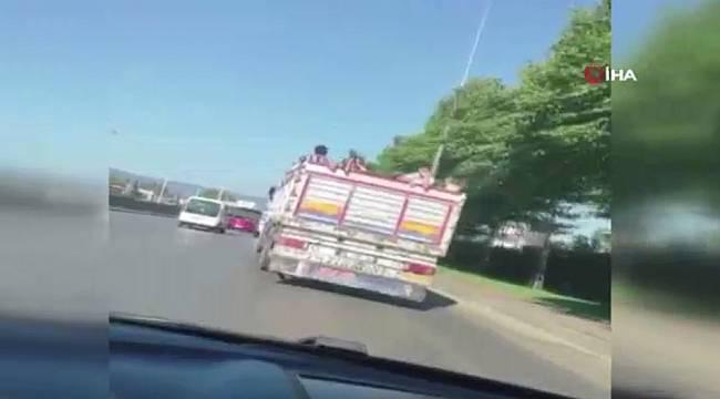 Kamyon kasasında çocukların tehlikeli yolculuğu