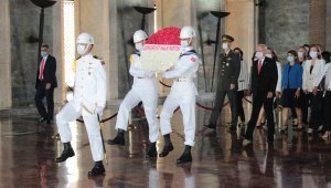 Kılıçdaroğlu, yeniden genel başkan seçilmesinin ardından Anıtkabir'i ziyaret etti