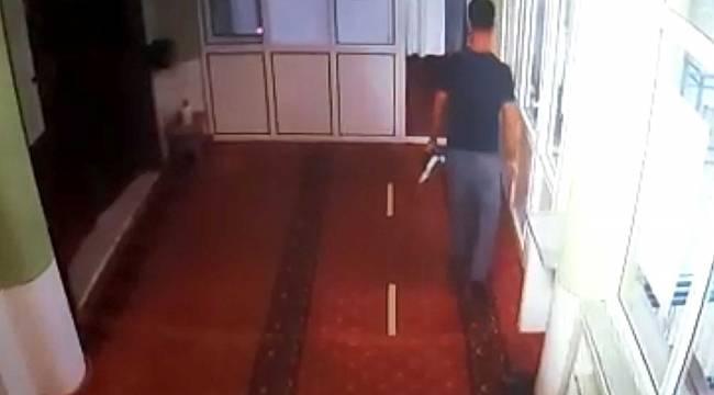 Vicdansız hırsızın camiden bağış kutusunu böyle çaldı