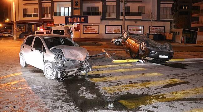 İki otomobilin hurdaya döndüğü kazada 1'i bebek 7 yaralı