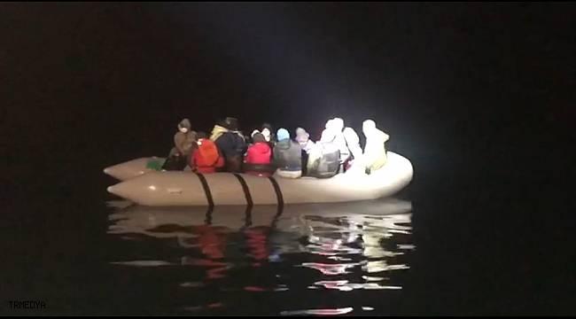 Kuşadası Körfezi'nde Yunanlıların geri ittiği 16 göçmen kurtarıldı