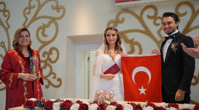 Kocaeli İzmit'te 2 bin 132 çift '1 TL'ye evlendi!