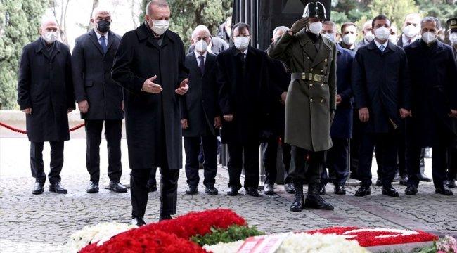 Cumhurbaşkanı Erdoğan Özal için dua okudu