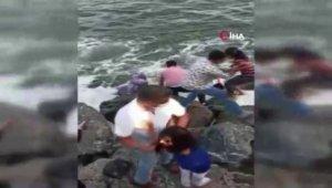 Bakırköy'de dalgaların denize çektiği çocukları vatandaşlar kurtardı