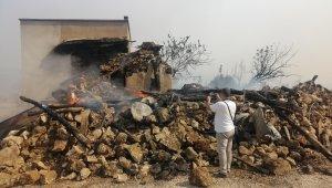 Silifke'deki yangın yerleşim yerlerine ulaştı